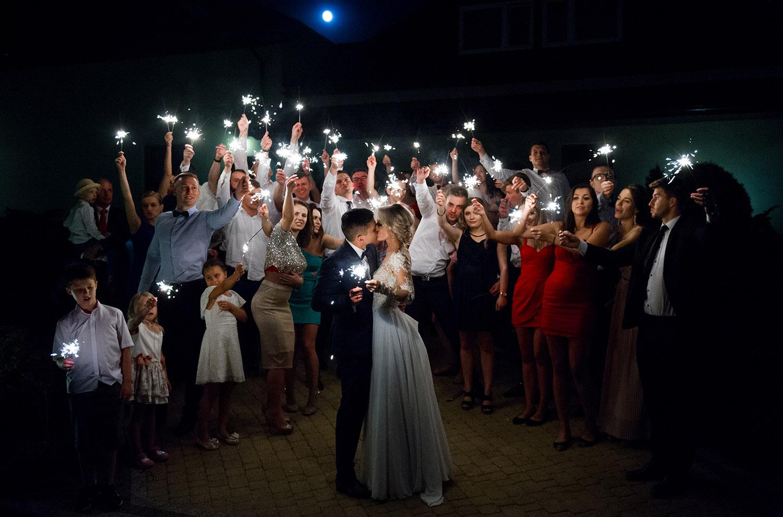ślub na śląsku, zimne ognie na weselu,fotografia ślubna Śląsk,Tomasz Konopka,rustykalny ślub, fotograf Myszków,boho ślub,piękny ślub ,fotograf Katowice,