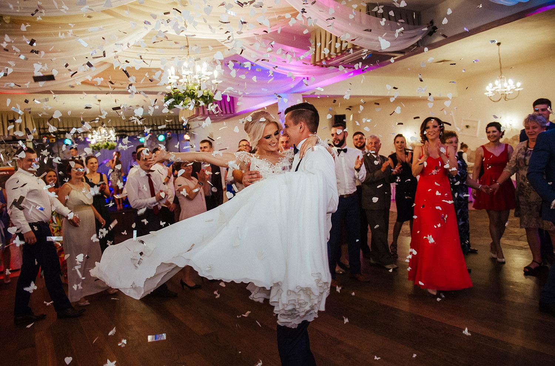 pierwszy taniec,fotografia ślubna Śląsk,Tomasz Konopka,rustykalny ślub, fotograf Myszków,boho ślub,piękny ślub ,fotograf Katowice,