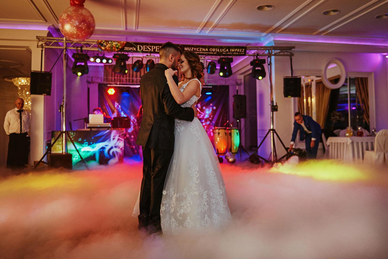 pierwszy taniec,Romeo i Julia Szczyrk, wesele w górach ,fotografia ślubna Śląsk, Szczyrk zdjęcia ślubne ,Tomasz Konopka