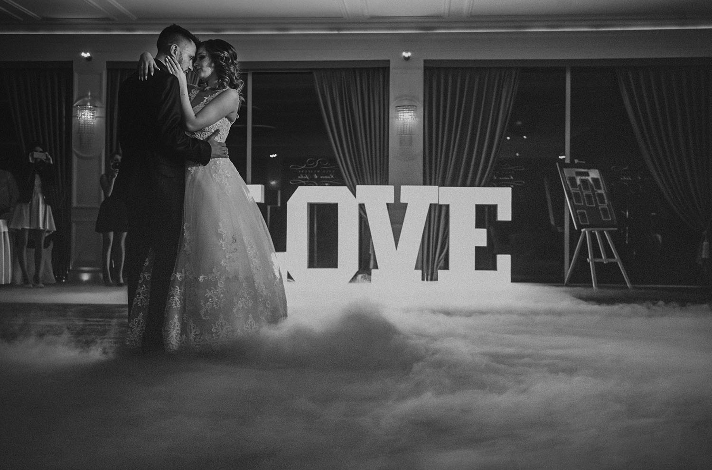 pierwszy taniec w chmurach ,wesele,Romeo i Julia Szczyrk, wesele w górach ,fotografia ślubna Śląsk, Szczyrk zdjęcia ślubne ,Tomasz Konopka